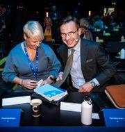 Anna Tenje, kommunstyrelsens ordförande i Växjö, och partiledare Ulf Kristersson på helgens M-stämma. Johan Nilsson/TT / TT NYHETSBYRÅN