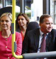 MP:s språkrör Per Bolund och det tidigare MP-språkröret Isabella Lövin i bakre ledet. Magdalena Andersson (S) och statsminister Löfven i det främre.  Thomas Johansson/TT / TT NYHETSBYRÅN