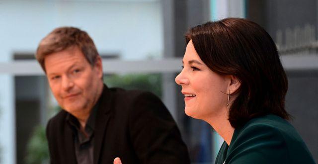 De grönas språkrör Robert Habeck och Annalena Baerbock.   Tobias Schwarz / TT NYHETSBYRÅN