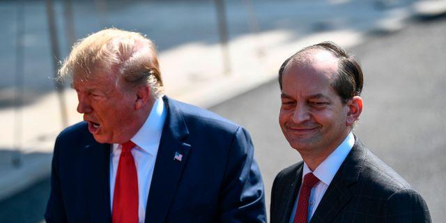 Donald Trump och Alexander Acosta. BRENDAN SMIALOWSKI / AFP