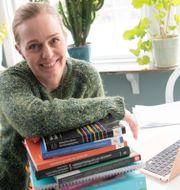 Therese Rehn jobbade som flygvärdinna i 20 år, tills coronapandemin satte tvärstopp. Nu studerar hon på distans till sjuksköterska.  Fredrik Sandberg/TT / TT NYHETSBYRÅN