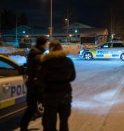 Polisen arbetar på mordplatsen. Samuel Pettersson / TT NYHETSBYRÅN