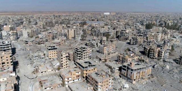 En bild över ett totaltförstört Raqqa i Syrien. Gabriel Chaim / TT NYHETSBYRÅN/ NTB Scanpix