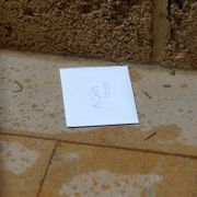 BEIRUT 2019-12-31 An envelope addressed to former Nissan boss Carlos Ghosn is pictured at the entrance gate of what is believed to be Ghosn's house in Beirut. MOHAMED AZAKIR / TT NYHETSBYRÅN