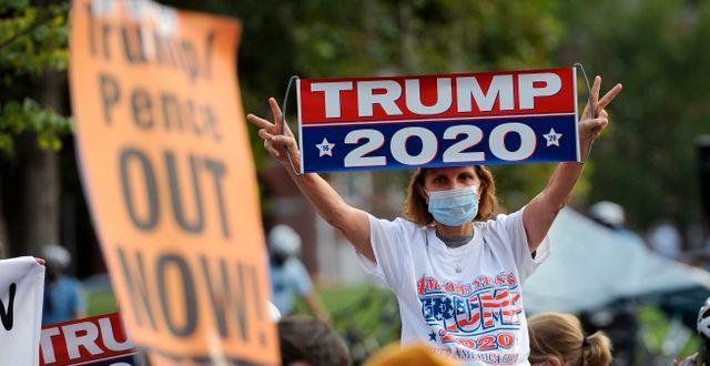 Arkivbild: Trumpanhängare och Trumpmotståndare i Philadelphia Michael Perez / TT NYHETSBYRÅN
