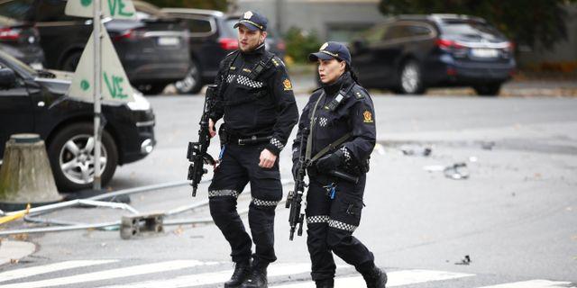 Poliser på plats. Terje Pedersen / TT NYHETSBYRÅN