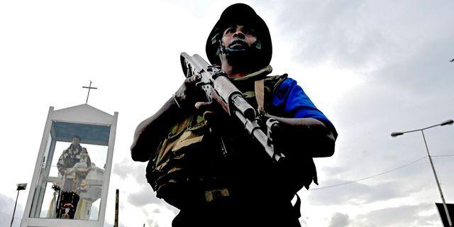 Lankesisk polis i Colombo. JEWEL SAMAD / AFP