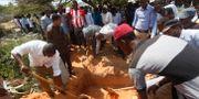 Kroppar begravs efter den dödliga dådet i mitten av oktober.  Farah Abdi Warsameh / TT / NTB Scanpix
