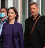 SPD-ledaren Olaf Scholz / Annalena Baerbock och Robert Habeck. TT