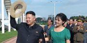 Kim Jong-Un tillsammans med sin fru Ri Sol-Ju.  KNS / KCNA