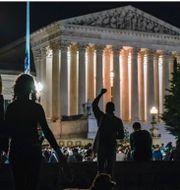 Biden, sörjande samlas vid USA:s Supreme Court, Trump. TT