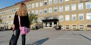 Illustrationsbild på en flicka på väg till skolan. JANERIK HENRIKSSON / TT / TT NYHETSBYRÅN