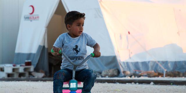 Barn från östra Ghouta i flyktingläger i Idlib. AAREF WATAD / AFP