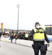 Demonstranter och polis. Henrik Montgomery/TT / TT NYHETSBYRÅN