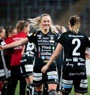 Julia Karlernäs firar sitt mål mot Örebro.  Pavel Koubek/TT / TT NYHETSBYRÅN