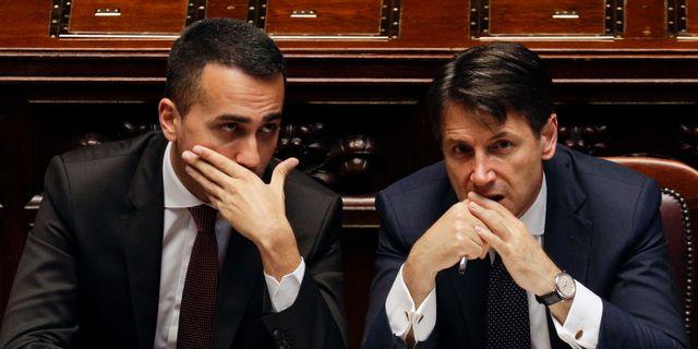 Italiens nya premiärminister Giuseppe Conte och Femstjärnerörelsens ledare  Luigi Di Maio, tillika ny arbetsmarknadsminister. Gregorio Borgia / TT / NTB Scanpix
