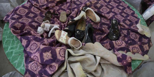 Skor som lämnats kvar i lokalen efter attentatet Rafiq Maqbool / TT NYHETSBYRÅN/ NTB Scanpix