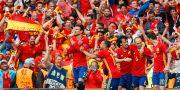 Spanien och Piqué firar segern. Albert Gea / TT NYHETSBYRÅN