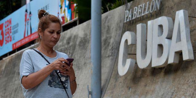 Kubas befolkning kommer nu att få möjligheten att surfa i sina mobiler. YAMIL LAGE / AFP