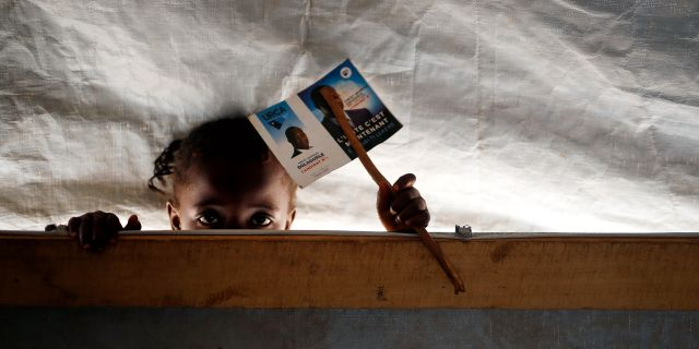 En flicka i Centrafrikanska republiken, arkivbild.  Jerome Delay / TT NYHETSBYRÅN/ NTB Scanpix