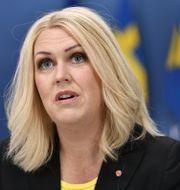 Socialminister Lena Hallengren (S).  Henrik Montgomery/TT / TT NYHETSBYRÅN