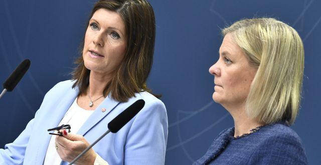 Arkivbild: Arbetsmarknadsminister Eva Nordmark (S) och finansminister Magdalena Andersson (S).  Claudio Bresciani/TT / TT NYHETSBYRÅN