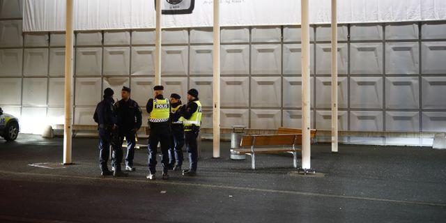 Polispatruller utanför Coop i Bäckebol, där den misstänkta kvinna greps av polisen Thomas Johansson/TT / TT NYHETSBYRÅN