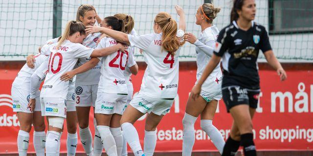 Rosengårdspelarna jublar efter 2–0-målet. NICKLAS ELMRIN / BILDBYRÅN
