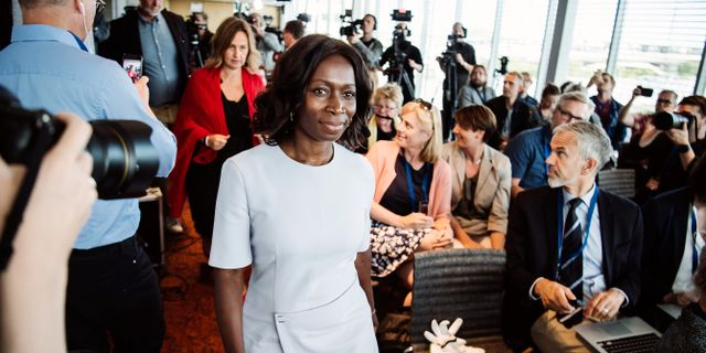 Liberalernas nyvalda partiledare Nyamko Sabuni (L) anländer till en pressträff under partiets extra landsmöte på Clarion hotell i Stockholm. Erik Simander/TT / TT NYHETSBYRÅN