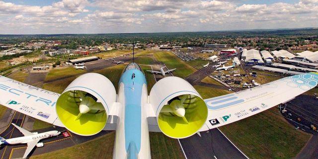 """Airbus prototyp av det eldrivna flygplanet """"E-Fan"""" (bilden) har visats på många flygplansmässor under åren. Nu utvecklar man konceptet vidare under namnet """"E-Fan X"""" Airbus"""