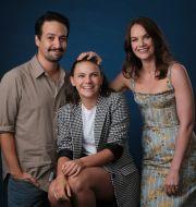 """Lin-Manuel Miranda, Dafne Keen och Ruth Wilson som spelar huvudrollerna i """"His Dark Materials"""".  Chris Pizzello / TT NYHETSBYRÅN"""