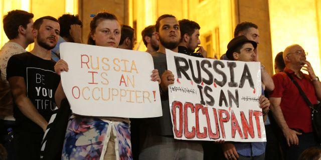 Bild från helgens protester.  IRAKLI GEDENIDZE / TT NYHETSBYRÅN