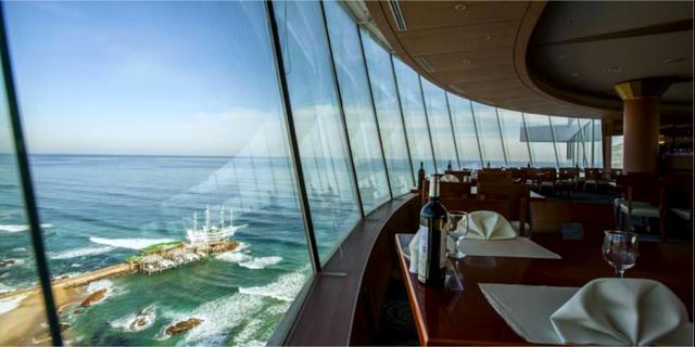 Takbaren har havsutsikt – och roterar. Sun Cruise Resort & Yacht