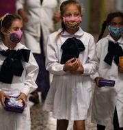 Flickor återvänder till skolan i Uruguay, 1 mars/arkivbilder. TT