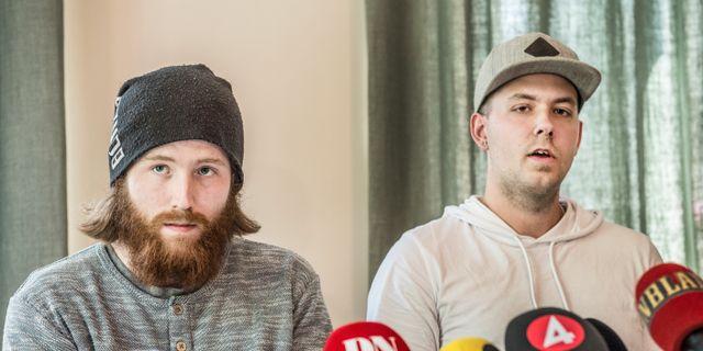 Robin Dahlén (t v) och Christian Karlsson vid en presskonferens i samband med SVT:s granskning av fallet.  Lars Pehrson/SvD/TT / TT NYHETSBYRÅN