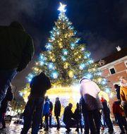 Illustrationsbild. Juldekorationer i Polens huvudstad Warszawa.  Czarek Sokolowski / TT NYHETSBYRÅN