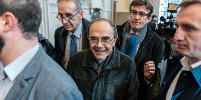Philippe Barbarin (i mitten). Arkivbild. Laurent Cipriani / TT NYHETSBYRÅN