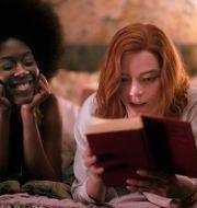 """Moses Ingram och Anya Taylor-Joy i Netflixfilmen """"The Queen's gambit"""" TT NYHETSBYRÅN"""
