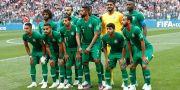 Saudiarabiens lag innan öppningsmatchen mot Ryssland. Antonio Calanni / TT / NTB Scanpix