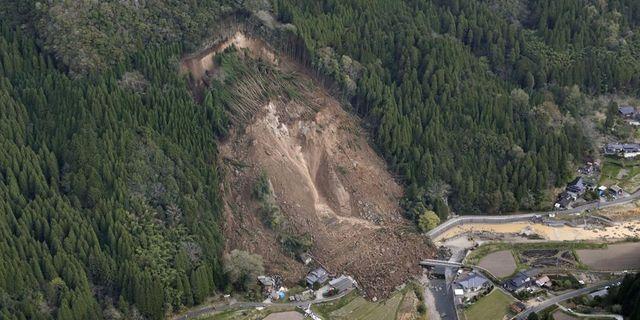 Manga saknas efter jordskred i schweiz