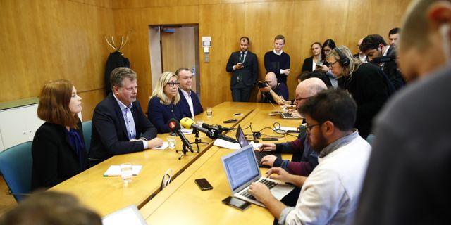 Alliansen inledde samarbete med vänsterblocket V, Fi och MP. Thomas Johansson / TT NYHETSBYRÅN