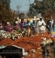 Begravningsceremoni på en kyrkogård utanför Johannesburg i Sydafrika. Jerome Delay / TT NYHETSBYRÅN
