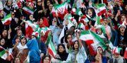 Iranska kvinnor på match idag. WANA NEWS AGENCY / BILDBYRÅN