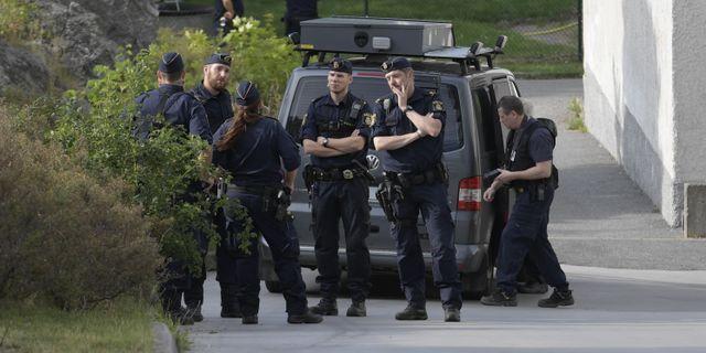 Poliser efter skjutningen.  Janerik Henriksson/TT / TT NYHETSBYRÅN