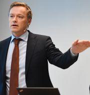 Arkivbild: Finansinspektionens chefsekonom Henrik Braconier och generaldirektören Erik Thedéen.  Henrik Montgomery/TT / TT NYHETSBYRÅN