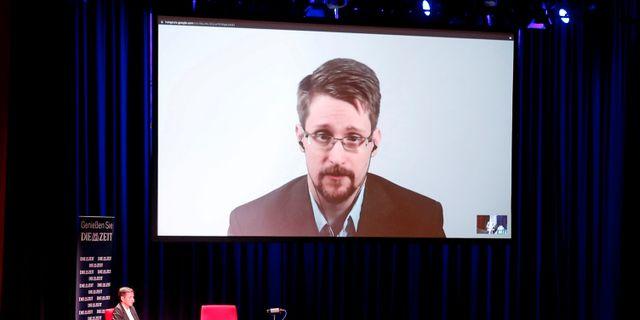 Edward Snowden när han pratat med journalister i Berlin idag om sin bok.  Fabrizio Bensch / TT NYHETSBYRÅN