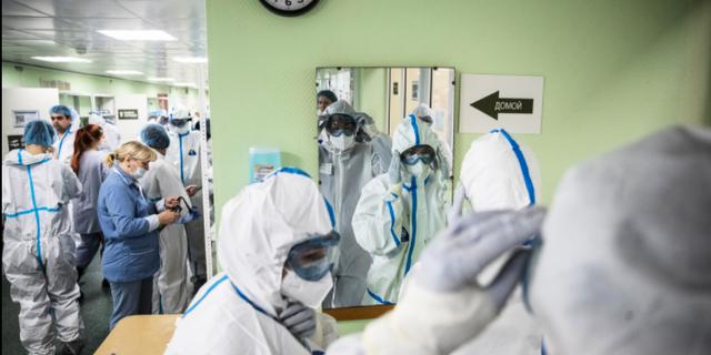Vårdpersonal på ett sjukhus i Moskva. Arkivbild.  Pavel Golovkin AP/TT