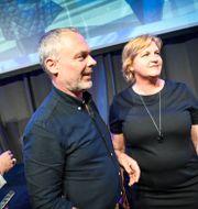 Liberalernas partiledare Jan Björklund och toppkandidaten Karin Karlsbro. Fredrik Sandberg/TT / TT NYHETSBYRÅN
