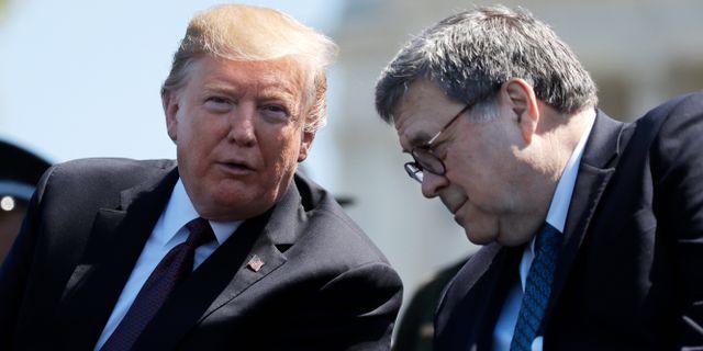 USA:s president Donald Trump och Justitieminister William Barr. Evan Vucci / TT NYHETSBYRÅN