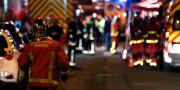 Brandmän arbetar vid platsen för branden.  GEOFFROY VAN DER HASSELT / AFP